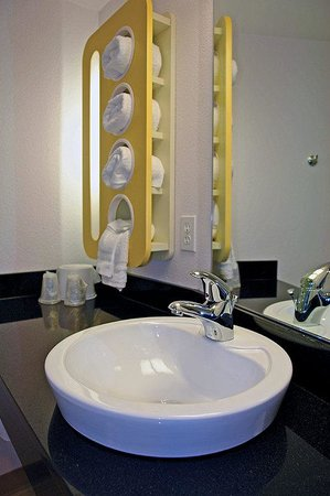 Motel 6 Dallas - Garland: MGenericphoenix Bathroom