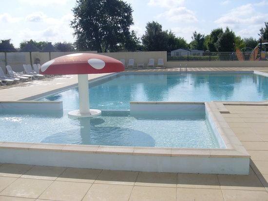 Camping Le Lagon Bleu : La piscine