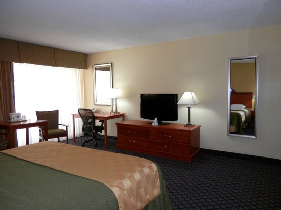 BEST WESTERN Oceanside Inn: Traveling on business? Our king rooms come equipped with a desk and ergonomic chair.