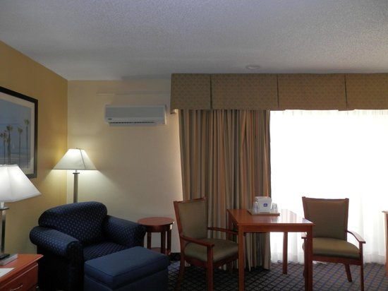 BEST WESTERN Oceanside Inn: Our king rooms also offer a sitting chair with an ottoman for you to relax.