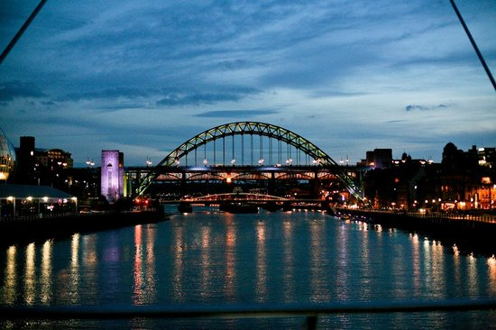 Premier Inn Newcastle Quayside: Stroll along the river, few minutes from the hotel