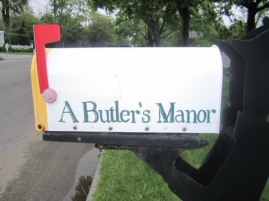 A Butler's Manor : The mail box