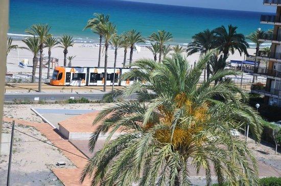 Tranvía de Alicante: Tram near the coast