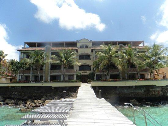 Bellafonte Luxury Oceanfront Hotel: Rear view (from the dock) of Bellafonte Chateau de la Mer