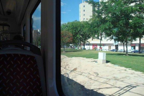 Tranvía de Alicante: Large windows