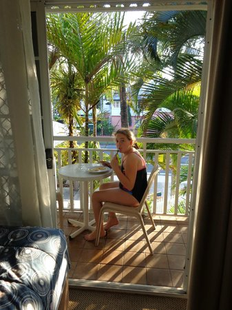 Reef Palms : Breakfast on the patio-the only way to have it!
