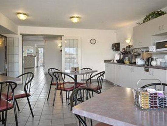 Super 8 Taber AB: Breakfast Area