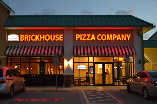 Brickhouse Pizza: Night view of Brickhouse.