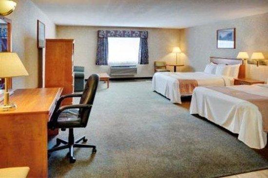 Days Inns & Suites - Brooks: Double Queen Suite