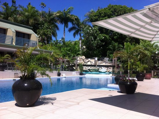 Gateway Hotel & Apartments: Relaxing pool area