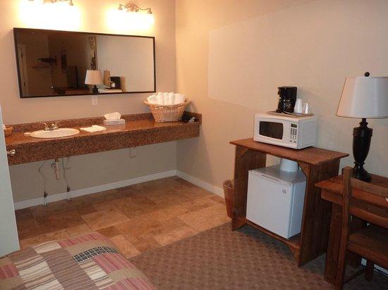 Moose Creek Inn: Chambre spacieuse
