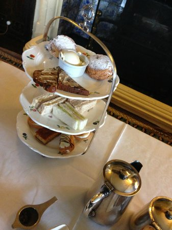 Bodysgallen Hall & Spa : The selection of sandwiches and cakes