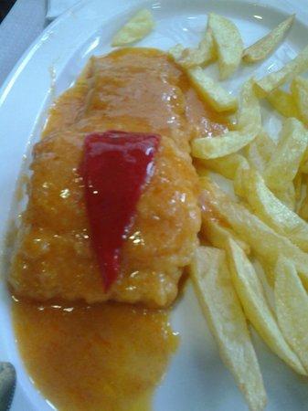 El Patron: Mero con patatas fritas, y la misma salsa que la merluza !!