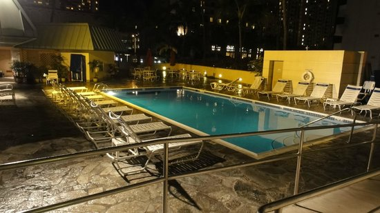 Ramada Plaza Waikiki: Pool