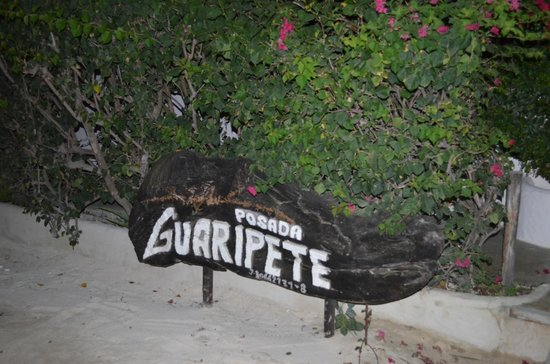 Posada Guaripete: Em frente a pousada