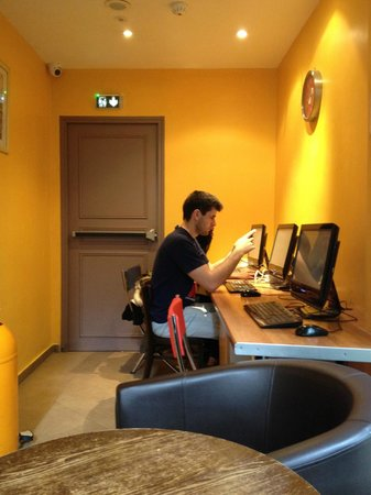 Caulaincourt Square Hostel: PC Zimmer