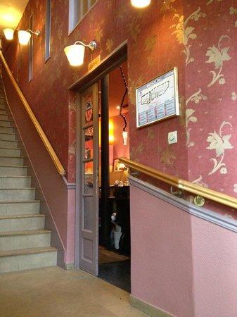 Caulaincourt Square Hostel: Eingang Speisesaal