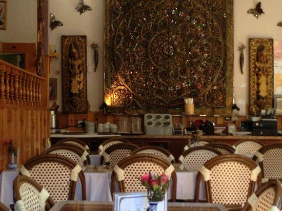 Inside Ruen Tong
