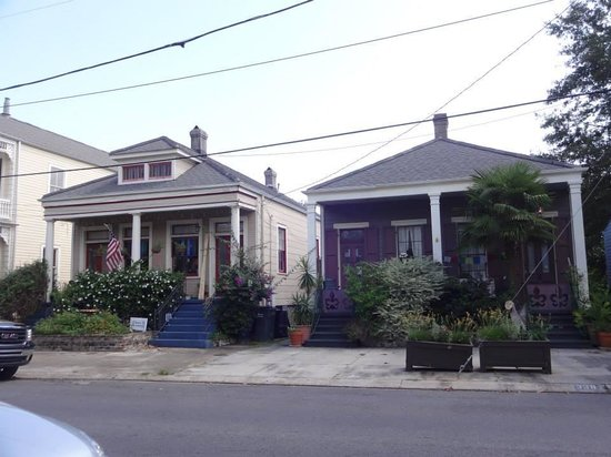 Algiers Point: bright, colorful homes