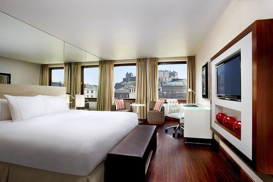 Sheraton Grand Hotel & Spa: Castle Guest Room