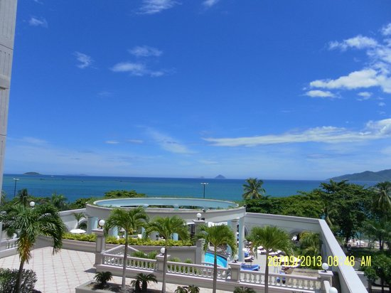 Sunrise Nha Trang Beach Hotel & Spa: Вид из номера.