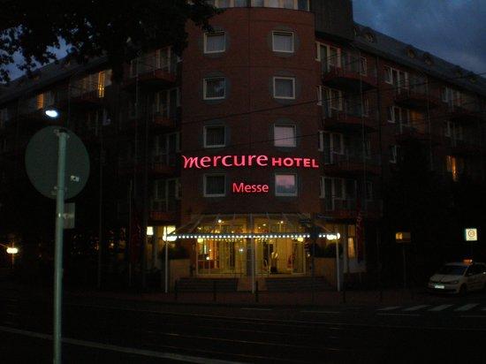 Mercure Hotel & Residenz Frankfurt Messe: Foto da fachada na hora que chegamos