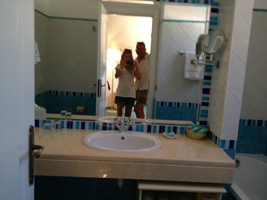 Hotel Biodola: Vom Zimmer in die Nasszelle