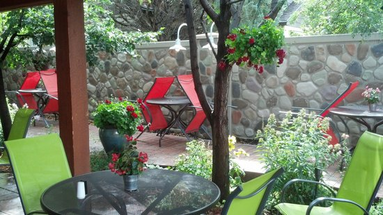 Gateway Grille: Patio dining is beautiful. The flowers are exquisite and only surpassed by the food and friendly