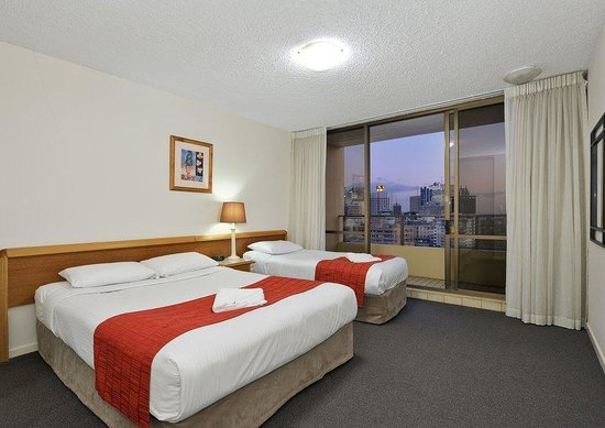 The Summit Apartments: Guest Room