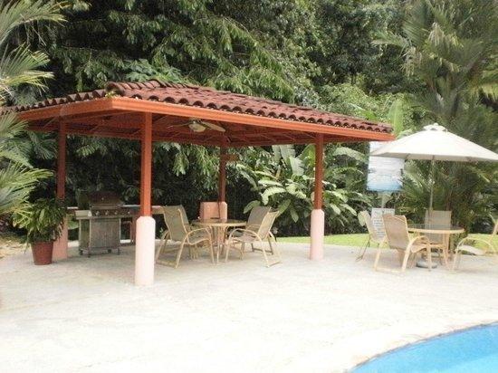 Plaza Suites: Pool / BBQ