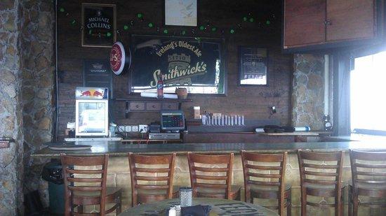 Fionn MacCool's Irish Restaurant and Pub: Fionn MacCool's - Outdoor bar