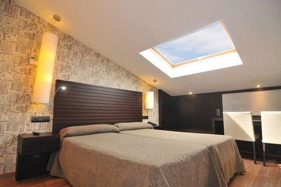 Hotel Casa Rosalia: Habitacion Abuhardillada / Attic Room