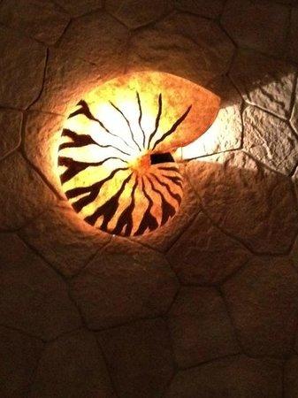 Labna: A NAUTILUS SHAPED LAMP, JUST A BEAUTIFUL DETAIL!