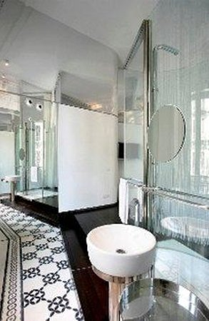 chic&basic Born Hotel: Baño
