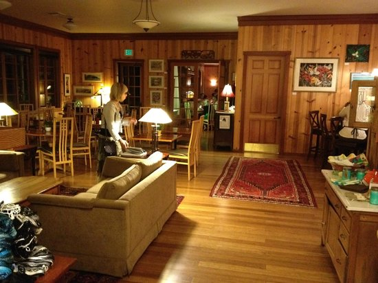 Stanford Inn by the Sea : Lodge lobby