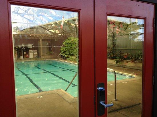 Stanford Inn by the Sea : Entering the Solarium