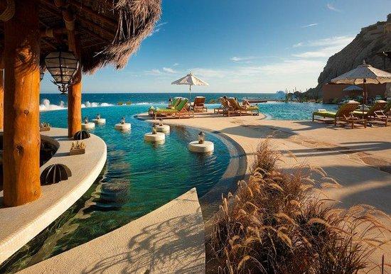 The Resort at Pedregal: Swim-up Poolside Bar