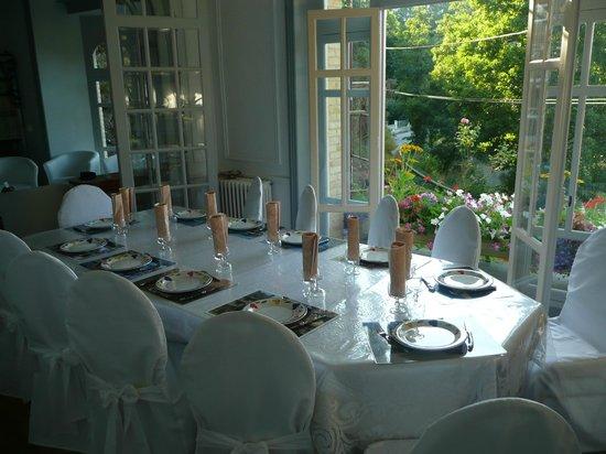 Villa Tranquillite : salon et table d'hôte