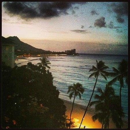 Moana Surfrider, A Westin Resort & Spa: sun rise