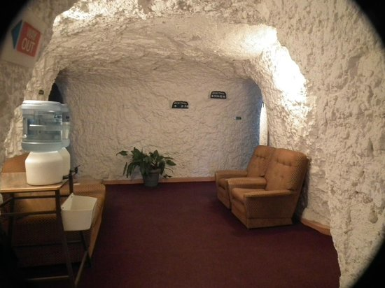 White Cliffs Underground Motel: 4 tunnel junction