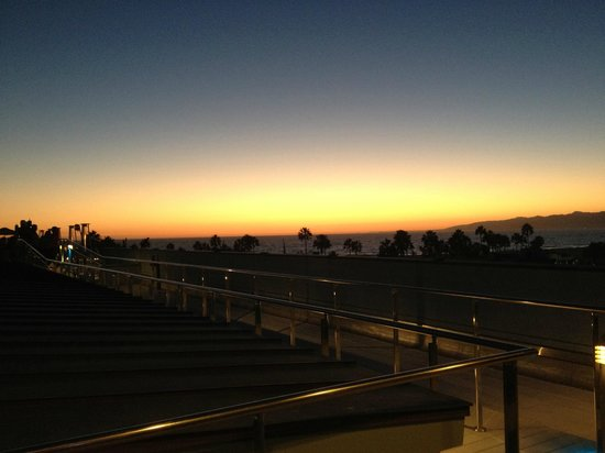 High Rooftop Lounge : Sunset