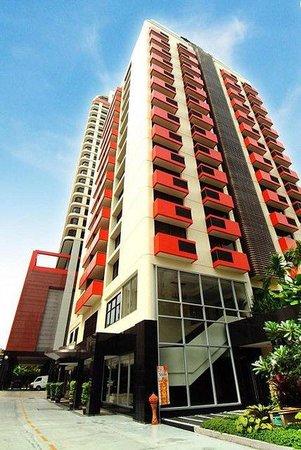 Bandara Suites Silom: Building