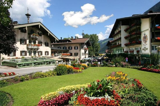 Hotel Neue Post: Hotelansicht Sommer