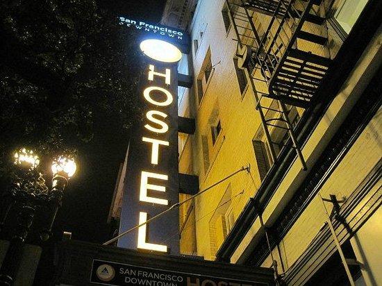 Hostelling International- San Francisco/ Downtown: 外観
