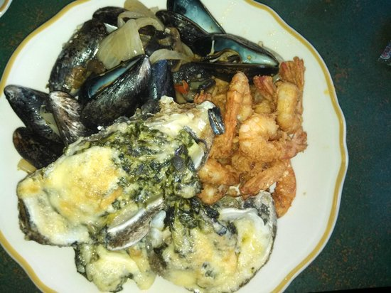 Town & Country Inn and Suites : Trotters (Hotel Restaurant) Seafood Night