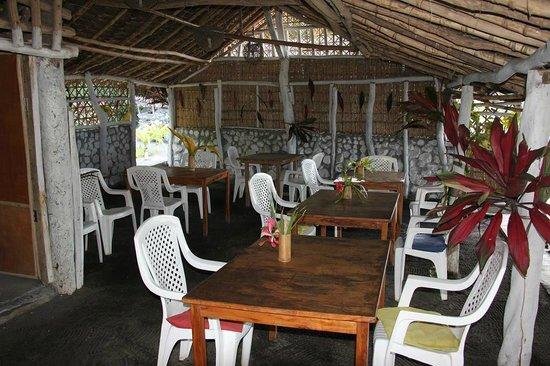 Friendly Beach: Dining Area