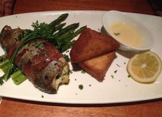 Dean's Seafood Bar & Grill: Rainbow Trout and Grit Cakes