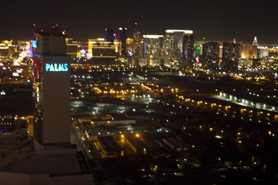 Palms Place Hotel and Spa: night view