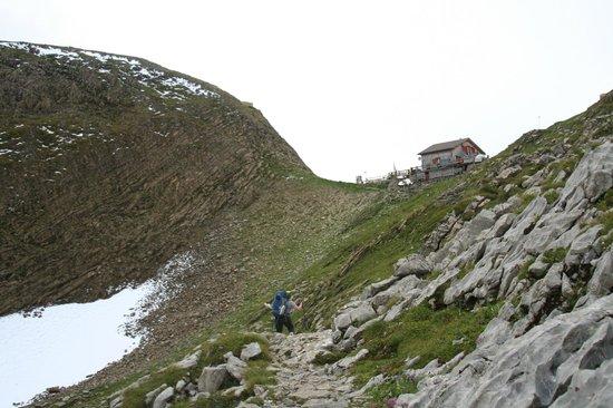 Berghaus Manndlenen: View from trail coming from Schynige Platte   -  Manndlenen