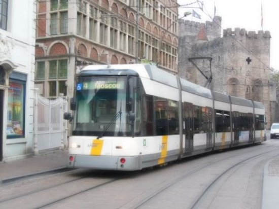 Chambreplus: Tramway nearby, for easy access around the city and to the Gent train Station.